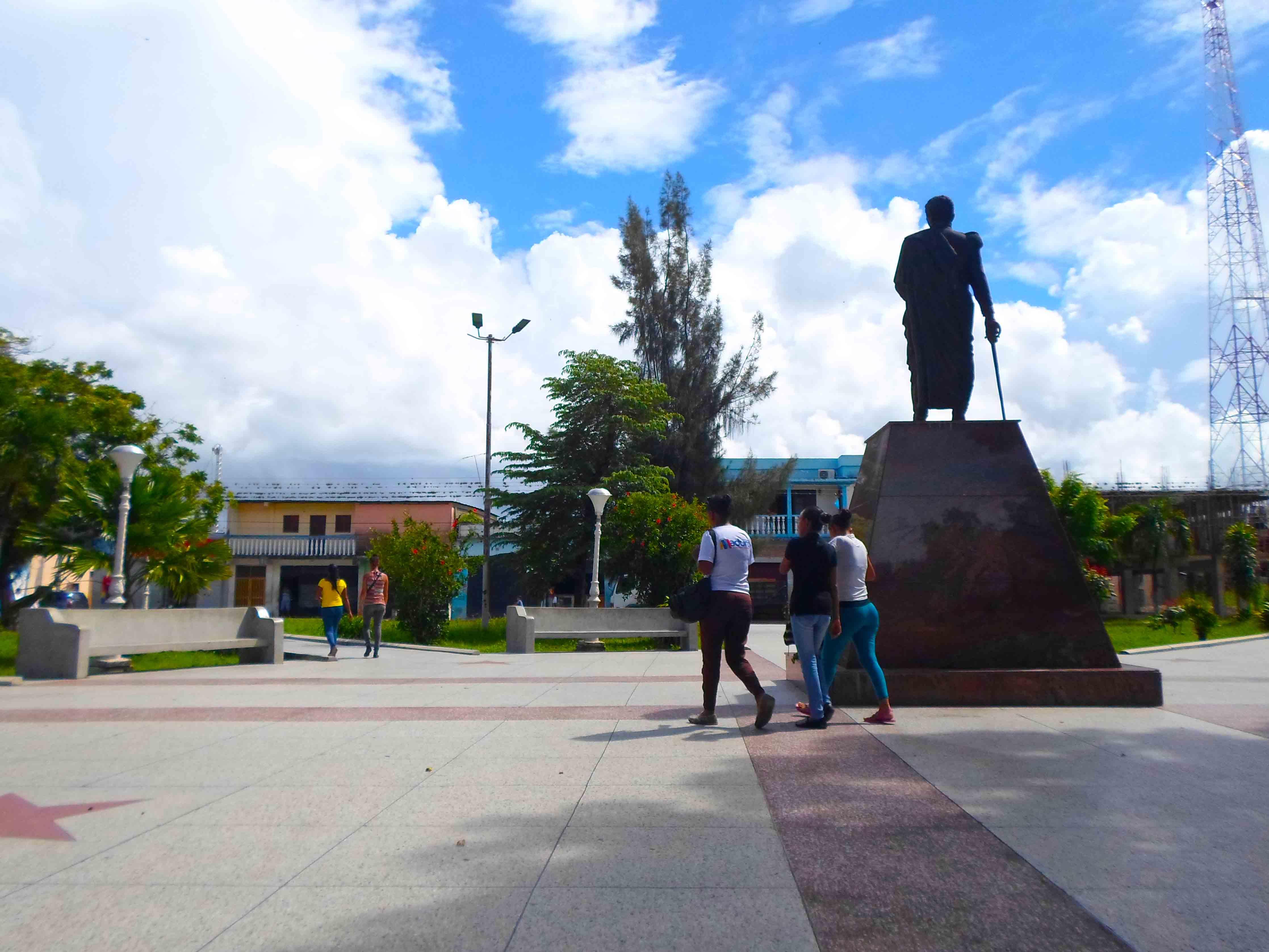 YAGUARAPARO VUELVE A LA NORMALIDAD TRAS HABER SOBREVIVIDO, CASI SIN DAÑOS, UNO DE LOS SISMOS MÁS FUERTES OCURRIDOS EN VENEZUELA.